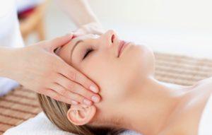 Massaggio testa con olio di canapa - prurito